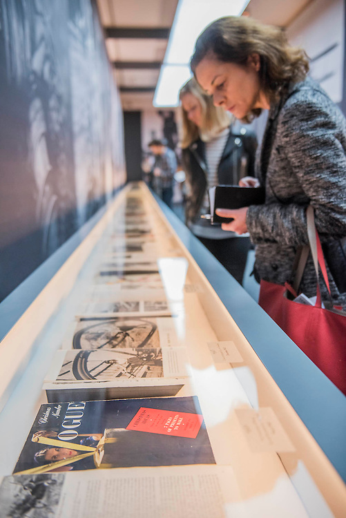 Looking at magazine covers - Vogue I00, a Century of Style - a new exhibition at the National Portrait Gallery. It showcases a range of photography commissioned by the magazine since it was founded in 1916. It runs from 11 Feb to 22 May 2016.