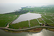 Nederland, Noord-Holland, Gemeente Monnickendam, 28-04-2010; Waterlandse Zeedijk met Oosterpoel. Op deze lokatie brak in 1916 de dijk met de watersnoodramp tot gevolg. Uitdam en Uitdammer Die aan de horizon. .Waterland Seawall. In 1916 the dike broke ressulting in the 1916 flood disaster..luchtfoto (toeslag), aerial photo (additional fee required).foto/photo Siebe Swart