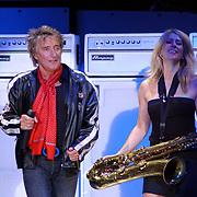 NLD/Rotterdam/20050530 - Concert Rod Stewart, saxofoniste