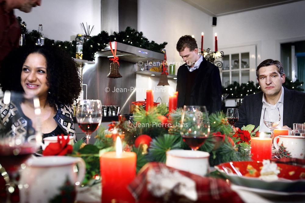 """Nederland, Amsterdam , 9 december 2013.<br /> PKN komt met tv-reclame voor kerstdiensten.<br /> GospelzangeresSharon Kips, actrice Gerda HavertongenCDA-fractievoorzitter in de Tweede KamerSybrand van Haersma Bumazijn er in te Zien. Maar ook anderen.Om zoveel mogelijk mensen tot een bezoek aan kerstdiensten te verleiden, gaat de Protestantse Kerk in Nederland (PKN) tv-reclame maken. Er worden van 18 december af ongeveer 125 spotjes uitgezonden via Nederland 1, 2 en 3 en RTL4. <br /> Volgens woordvoersterMarloes Nouwens-Keller van de PKN hoort die kerk 'van nature' tussen de kerstreclames thuis. Hetfeest van gezellig samen zijn, ontspannen en lekker eten, wordt door iedereen – onder meer door supermarkten, frisdrankmerken en tv-zenders - geclaimd, zegt ze. """"De Protestantse Kerk in Nederland heeft hét echte kerstverhaal in de aanbieding en de plek waar je dit samen kunt vieren. Het zou toch onverstandigzijn als wij dáár geen reclame voor maken"""".<br /> Op de foto CDA-fractievoorzitter in de Tweede KamerSybrand van Haersma Buma en Sharon Kips tijdens de opnamen aan de kersttafel.<br /> Foto:Jean-Pierre Jans"""