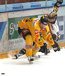 25.2.2011, Eisstadion Liebenau, Graz, AUT, EBEL, Graz 99ers vs EV Vienna Capitals, im Bild Peter Lenes (83, Moser Medical Graz 99ers), Benoit Gratton (25, C, EV Vienna Capitals), EXPA Pictures © 2010, PhotoCredit: EXPA/ J. Hinterleitner