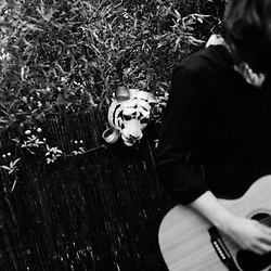 """French folk singer Oh!Tiger Mountain playing before Elysian Fields at a Blogotheque's """"Soiree de Poche"""" (pocket night) in a private appartement in Paris, France. 24 May 2010. Photo: Antoine Doyen"""
