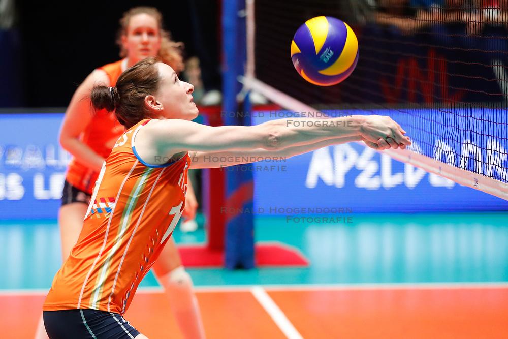 20180529 NED: Volleyball Nations League Netherlands - Poland, Apeldoorn<br />Lonneke Sloetjes (10) of The Netherlands <br />©2018-FotoHoogendoorn.nl