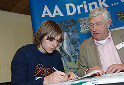 17-02-2007 ATLETIEK: AA DRINK TALENTTEAM: GENT<br /> Ondertekening sponsorcontract tussen AA Drink en het Talentteam / Daniel Franken en Cees Pille <br /> ©2007-WWW.FOTOHOOGENDOORN.NL