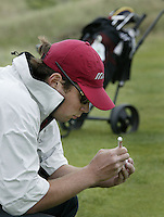 NOORDWIJK - Hiddo Uhlenbeck merkt zijn bal. . .    Stern Open (Nationaal Open) op de Noordwijkse GC . COPYRIGHT  KOEN SUYK