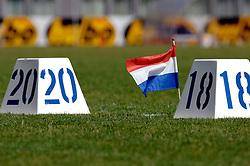 08-07-2006 ATLETIEK: NK BAAN: AMSTERDAM<br /> Nederlands record kogelstoten - item<br /> ©2006-WWW.FOTOHOOGENDOORN.NL