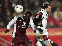 Fotball<br /> Bundesliga Tyskland 2004/05<br /> Kaiserslautern v Mainz 05<br /> 4. desember 2004<br /> Foto: Digitalsport<br /> NORWAY ONLY<br /> Lucien Mettomo, Niclas Weiland Mainz