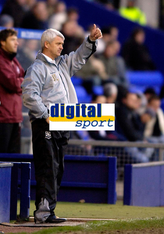 Photo: Jed Wee.<br />Tranmere Rovers v Swansea City. Coca Cola League 1.<br />26/11/2005.<br />Tranmere manager Brian Little gives the thumbs up as his side take a 2-1 half time lead against the league leaders Swansea.