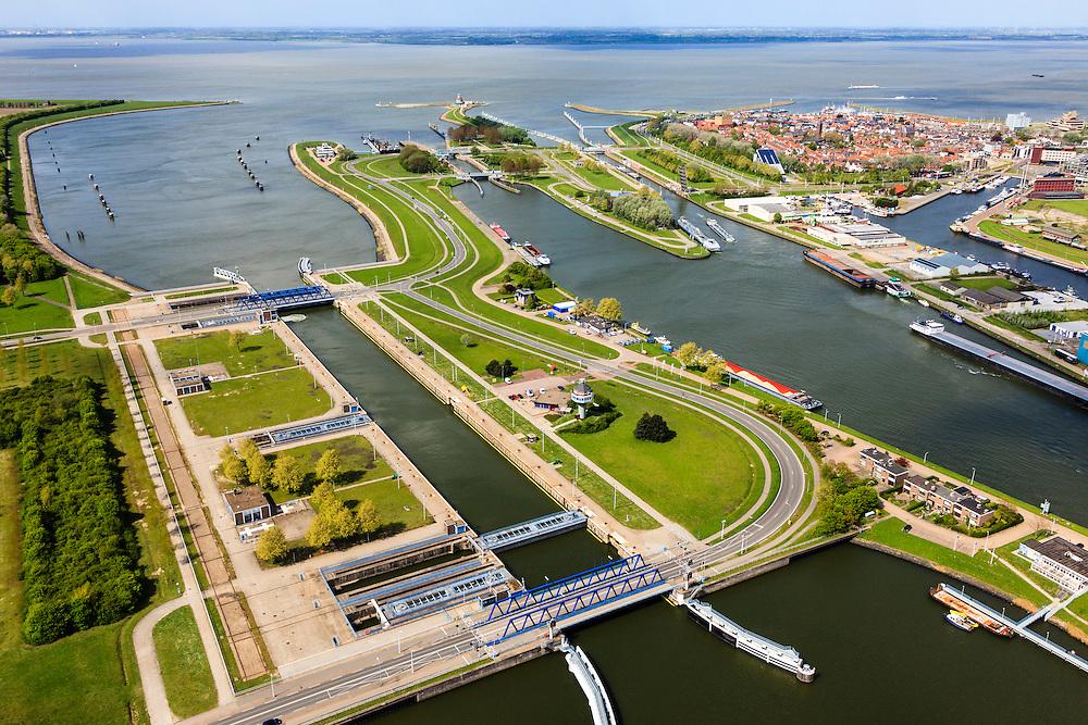 Nederland, Zeeland, Terneuzen, 09-05-2013; Sluizencomplex Terneuzen, de Westsluis of zeesluis.  <br /> Belgie en Nederland zijn overeengekomen een (nieuwe) grote zeesluis Terneuzen te gaan bouwen (geschikt voor schepen van het formaat New Panamax). Woonwijk van Terneuzen (r).<br /> View on the sluices of Terneuzen the West sluice (or Sea sluice. Residential district (r) in the back.<br /> luchtfoto (toeslag op standard tarieven)<br /> aerial photo (additional fee required)<br /> copyright foto/photo Siebe Swart