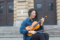 Young woman playing violin, Freiburg im Breisgau, Baden-W¸rttemberg, Germany