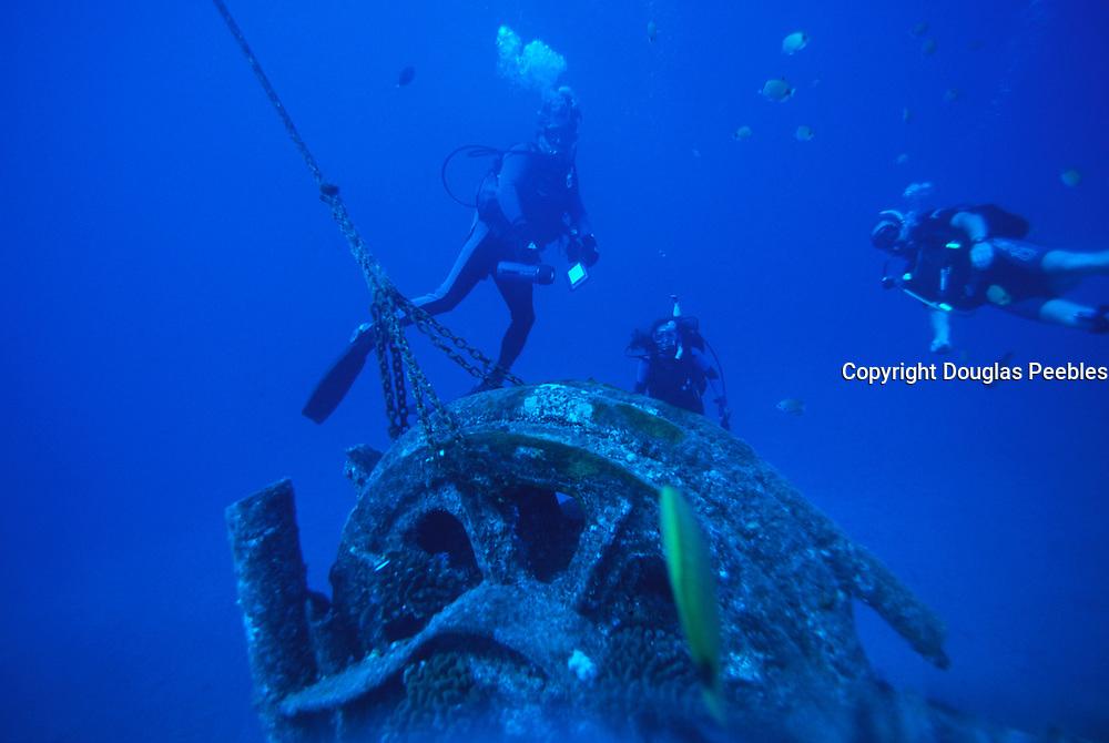 Scuba Diving, Wreck of the Mahi, Waianae, Oahu, Hawaii<br />