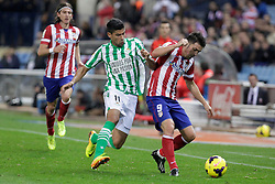 27.10.2013, Estadio Vicente Calderon, Madrid, ESP, Primera Division, Atletico Madrid vs Real Betis, 10. Runde, im Bild Atletico de Madrid's David Villa (R) and Real Betis Juanfran (L) // Atletico de Madrid's David Villa (R) and Real Betis Juanfran (L) during the Spanish Primera Division 10th round match between Club Atletico de Madrid and Real Betis at the Estadio Vicente Calderon in Madrid, Spain on 2013/10/28. EXPA Pictures © 2013, PhotoCredit: EXPA/ Alterphotos/ Victor Blanco<br /> <br /> *****ATTENTION - OUT of ESP, SUI*****