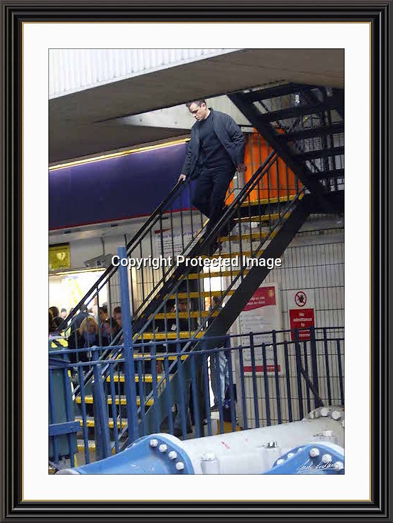 MATT DAMON  THE BOURNE ULTIMATUM OCT 2006 LONDON WATERLOO STATION .CAMERAS ROLLING, A2 Museum-quality Archival signed Framed Print