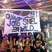 NLD/Baarn/20070314 - 10de Live uitzending RTL Dancing on Ice 2007, fans Quinty Trustfull met spandoek op de tribune