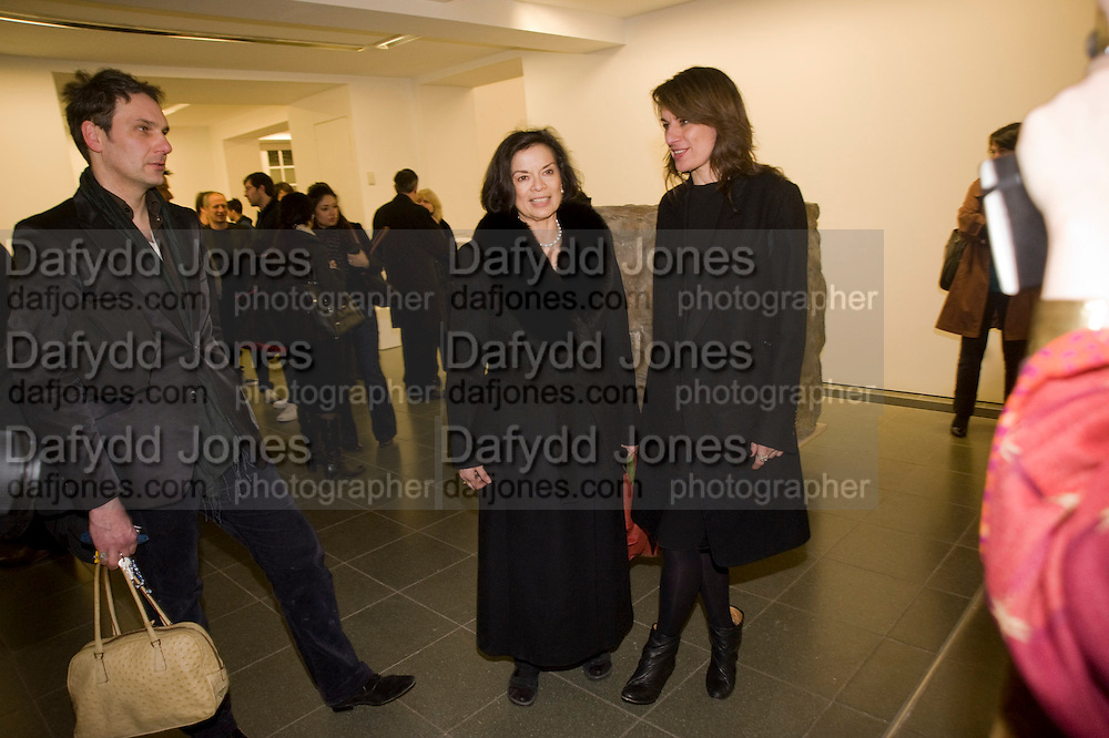 REBECCA WARREN; BIANCA JAGGER, Rebecca Warren exhibition opening at the Serpentine Gallery. London.  9 March  2009 *** Local Caption *** -DO NOT ARCHIVE -Copyright Photograph by Dafydd Jones. 248 Clapham Rd. London SW9 0PZ. Tel 0207 820 0771. www.dafjones.com<br /> REBECCA WARREN; BIANCA JAGGER, Rebecca Warren exhibition opening at the Serpentine Gallery. London.  9 March  2009