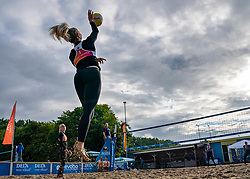 Marrit Jasper serve against the Marly Bak and Bjorna Gras. From July 1, competition in the Netherlands may be played again for the first time since the start of the corona pandemic. Nevobo and Sportworx, the organizer of the DELA Eredivisie Beach volleyball, are taking this opportunity with both hands. At sunrise, Wednesday exactly at 5.24 a.m., the first whistle will sound for the DELA Eredivisie opening tournament in Zaandam on 1 July 2020 in Zaandam.