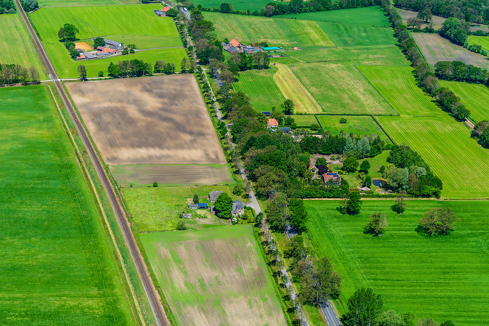 Nederland, Gelderland, Achterhoek, 29-05-2019; landelijk gebied tussen Ruurlo en Groenlo met onder andere de provinciale weg N319 en de spporlijn WInterswijk - Zutphen. In het kader van zogenaamde verkeersveiligheid dreigen veel bomen (zomereiken) langs de weg gekapt te worden.<br /> Provincial road between Ruurlo and Groenlo. Because of so-called road safety, many trees (summer oaks) are to be felled along the road.<br /> <br /> luchtfoto (toeslag op standard tarieven);<br /> aerial photo (additional fee required);<br /> copyright foto/photo Siebe Swart