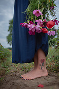"""To not forget, the young woman T. wears a tattoo of a rose that her mother had painted often before committing suicide. <br /> T. was the one who found her mother lying on the bed. But she saw only the feet lying on the bed, left the room, and knew instantly what happened. """"Through therapy, I understood that what my mother was experiencing over too many years is also a form of domestic violence: emotional violence and social control. <br /> My mother was artistically gifted. She often drew such a rose. But on her rose, there was always a tear."""""""