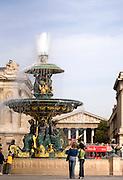 La fontaine de la Place de la Concorde, Paris, 17 octobre 2006.