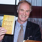 NLD/Amsterdam/20140220 - Boekpresentatie Fout Geld in De Nederlandse Bank, Roel Janssen met zijn boek