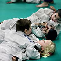 Nederland, Amsterdam , 7 maart 2012..judoclinic van Ruben Houkes voormalig wereldkampioen judo met basisschoolkinderen op Rosaschool in Amsterdam Noord.Foto:Jean-Pierre Jans
