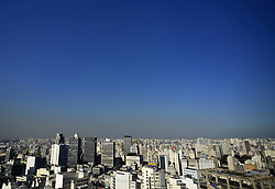 July 26, 2018 - SãO Paulo, São Paulo, Brazil - SAO PAULO SP, SP 26/07/2018 SÃO PAULO IS 100 DAYS WITHOUT RAIN:View of the city of São Paulo in the central region on the afternoon of this Thursday (26). The Metropolitan Region of São Paulo did not have a great rain 100 days ago. The last heavy rain was April 16, according to INMET. Since then, there has been no rainfall above 10 mm in the area. In addition to dry weather and pollution, the level of reservoirs that supplies the state worries because it falls every day. (Credit Image: © Cris Faga via ZUMA Wire)