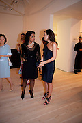 PAMELA JOINER; JESSICA DE ROTHSCHILD, Korean Eye Dinner  hosted by The Dowager Viscountess Rothermere and Simon De Pury.Sponsored by CJ, Korean Food Globalization Team, Hino Consulting and Visit Korea Committee. Phillips de Pury Space, Saatchi Gallery.  Sloane Sq. London. 2 July 2009.