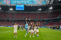 AMSTERDAM, THE NETHERLANDS - Saturday, June 26, 2021: Denmark players, led by goalkeeper Kasper Schmeichel, celebrate after the UEFA Euro 2020 Round of 16 match between Wales and Denmark at the  Amsterdam Arena. Denmark won 4-0. (Photo by David Rawcliffe/Propaganda)