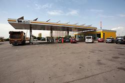Taranto, maggio 2013.Stazione di Servizio Agip adiacente alla raffineria Eni di Taranto.SS 106 Jonica - Ariello Management.