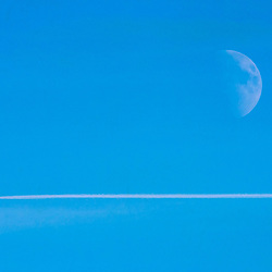 """Lua (satélite natural) fotografado na Alemanha, na Unição Européia - Europa. Registro feito em 2016.<br /> ⠀<br /> <br /> ENGLISH: Moon photographed in Germany, in European Union - Europe. Picture made in 2016."""