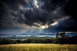 THEMENBILD - Gewitterwolken ziehen von Norden kommend am 12. Juli 2016 Richtung Graz // A thunderstorm is approaching from north to the city of Graz, Austria, on 12 July 2016. EXPA Pictures © 2016, PhotoCredit: EXPA/ Erwin Scheriau