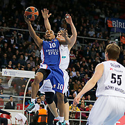 Anadolu Efes's Dontaye Draper (R) during their Turkish Airlines Euroleague Basketball Top 16 Round 11 match Anadolu Efes between Nizhny Novgorod at Abdi ipekci arena in Istanbul, Turkey, Thursday March 19, 2015. Photo by Aykut AKICI/TURKPIX