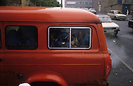 United Kingdom. Birmingham. The collecting of the school children.  Everyday a minibus collects the children from the quarter and takes them to the Mosque for evening lessons..  Birmingham  United†Kingdom     /  ecole islamique . le rammassage des enfants en minibus  Birmingham  Grande Bretagne   /  R00017/    L0007472  /  R00017  /  P0005572