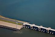 Nederland, Zuid-Holland, Haringvliet, 12-06-2009; Detail Haringvlietsluizen en Haringvlietdam, tussen Voorne-Putten en Goeree-Overflakkee. De sluizen, onderdeel van de Deltawerken, zijn spuisluizen en zorgen er voor dat het zoete water uit het Haringvlie zoals aangevoerd door Maas en Rijn geloosd kan worden. In het kader van modern natuurbeheer  ('getemd getij') gaan de sluizen tegenwoordig bij eb én vloed beperkt open om de getijden hun enigszins terug te laten komen in het estuarium .Dam and sluices between islands Voorne-Putten en Goeree-Overflakkee. The sluices are for draining water coming from the rivers Rhine and Maas (Meuse) from the natural bassin (right) to the North sea (left). Modern ecological insight has led to opening the sluices semi-permanently, resulting in the estuary function of the Haringvliet patially being restored.Swart collectie, luchtfoto (25 procent toeslag); Swart Collection, aerial photo (additional fee required).foto Siebe Swart / photo Siebe Swart