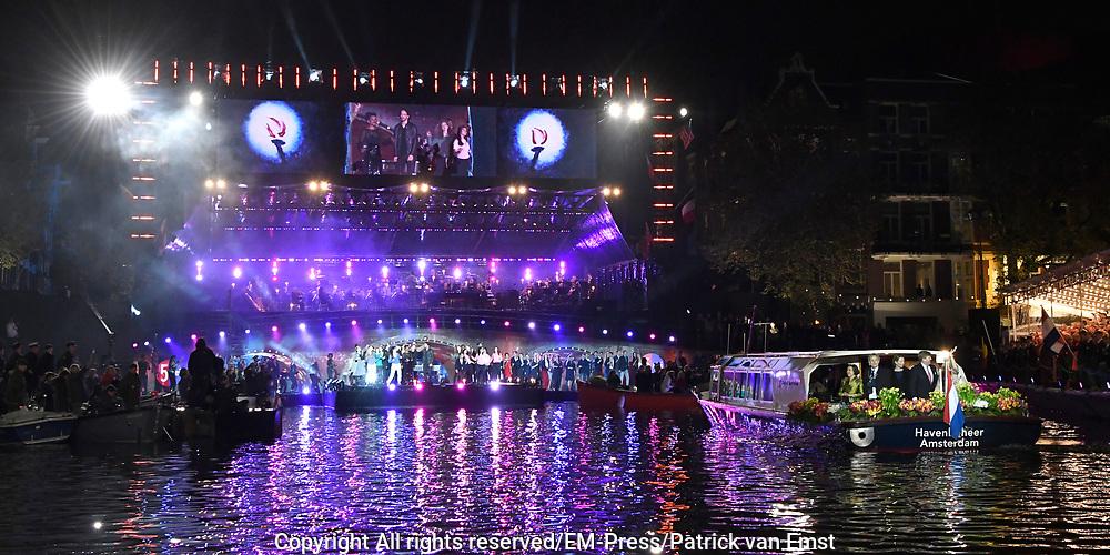 5 mei-concert op de Amstel / May 5 liberatrion concert at the Amstel<br /> <br /> Op de foto / On the photo:   Koning Willem-Alexander en koningin Maxima vertrekken per boot ///  King Willem-Alexander and Queen Maxima leave with a boat