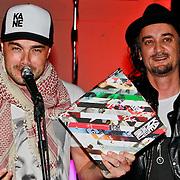 """NLD/Rotterdam/20110422 - Boekpresentatie en Gouden plaat voor Kane """"Singles Only"""" , Dinand Woesthoff en Dennis van Leeuwen"""