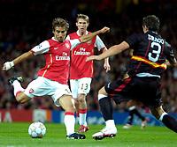 Photo: Ed Godden/Sportsbeat Images.<br /> Arsenal v Sevilla. UEFA Champions League Group H. 19/09/2007. Arsenal's Mathieu Flamini (L) shoots.