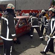 Huizerdag 2001, open dag Brandweer, demonstratie auto ongeval, hulpverlening