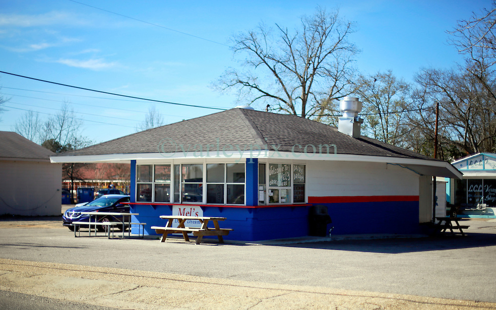 06 February 2015. Monroeville, Alabama.<br /> On the trail of Harper Lee's 'To Kill a Mocking Bird.'<br /> Harper Lee's childhood home is now Mel's Dairy Dream, a hamburger and ice cream take out only restaurant.<br /> Photo; Charlie Varley/varleypix.com