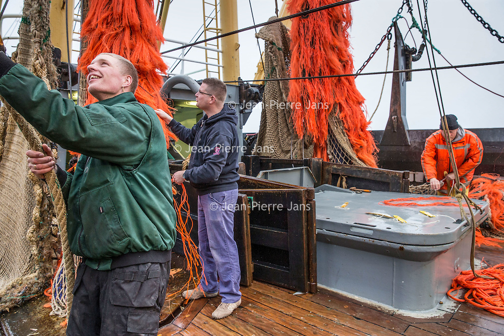 Nederland, Den Helder, 18 maart 2016.<br /> Visafslag bij Den Helder.<br /> De vissersboten die net hun vis afgeleverd hebben worden weer in gereedheid gebracht voor de volgende vaart.<br /> <br /> The Netherlands, Den Helder, 18 march 2016<br /> Fish processing for auction in Den Helder.The fishing boats which have just delivered their fish are getting ready for the next voyage.  <br /> <br /> <br /> Foto: Jean-Pierre Jans