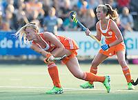 AMSTERDAM - Hockey - Caia van Maasakker (Neth) .Interland tussen de vrouwen van Nederland en Groot-Brittannië, in de Rabo Super Serie 2016 .  rechts Xan de Waard (Neth) .COPYRIGHT KOEN SUYK