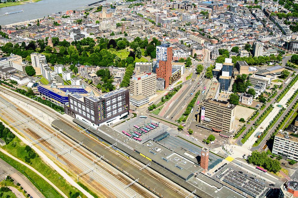 Nederland, Gelderland, Nijmegen, 09-06-2016; binnenstad Nijmegen, met NS-station, Stationsplein en Van Schaeck Mathonsingel.<br /> <br /> Town of Nijmegen, inner city.<br /> luchtfoto (toeslag op standard tarieven);<br /> aerial photo (additional fee required);<br /> copyright foto/photo Siebe Swart