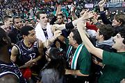DESCRIZIONE : Siena Eurolega Euroleague 2013-14 MPS Zielona Montepaschi Siena<br /> GIOCATORE : tifosi<br /> CATEGORIA : tifosi <br /> SQUADRA : Montepaschi Siena<br /> EVENTO : Eurolega Euroleague 2013-2014<br /> GARA : MPS Zielona Montepaschi Siena<br /> DATA : 05/12/2013<br /> SPORT : Pallacanestro <br /> AUTORE : Agenzia Ciamillo-Castoria/ P.Lazzeroni<br /> Galleria : Eurolega Euroleague 2013-2014  <br /> Fotonotizia : Siena Eurolega Euroleague 2013-14 MPS Zielona Montepaschi Siena<br /> Predefinita :