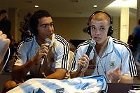 Fotball<br /> Copa America 2004<br /> Chiclayo - Peru<br /> Pressekonferanse Argentina<br /> 18. juli 2004<br /> Foto: Digitalsport<br /> NORWAY ONLY<br /> ANDRES D'ALESSANDRO and CARLOS TEVEZ