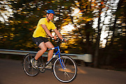 USA, Oregon, Scio, cyclist crossing the Gilkey Bridge first thing in the morning. MR