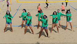 20150627 NED: WK Beachvolleybal day 2, Scheveningen<br /> Nederland heeft er sinds zaterdagmiddag een vermelding in het Guinness World Records bij. Op het zonnige strand van Scheveningen werd het officiële wereldrecord 'grootste beachvolleybaltoernooi ter wereld' verbroken. Maar liefst 2355 beachvolleyballers kwamen zaterdag tegelijkertijd in actie / Transavia beach girls