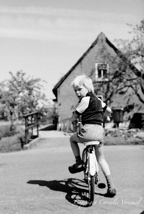 Ammerse jeugd anno 1977, aan de Achterweg.