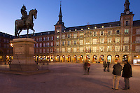 18/Febrero/2009 Madrid<br /> Estatua ecuestre de Felipe III en la Plaza Mayor, en el barrio de los Austrias.<br /> <br /> ©JOAN COSTA