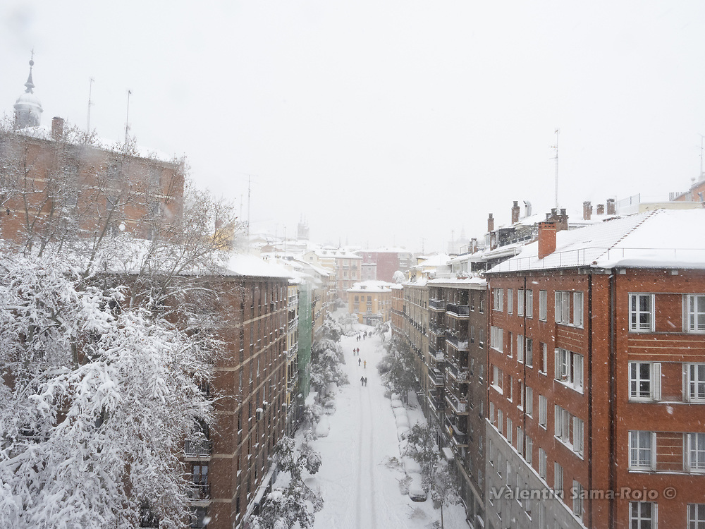 Madrid, Spain. 9th January, 2021. Segovia street during the snowfall due storm Filomena. Storm Filomena hits Madrid (Spain), a weather alert was issued for cold temperatures and heavy snow storms across Spain; according to the weather agency Aemet is expected to be one of the snowiest days in recent years. © Valentin Sama-Rojo.
