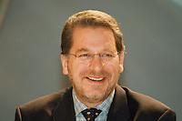 31 JAN 1998, GERMANY/DORTMUND:<br /> Franz Josef Kniola, SPD, Innenminister Nordrhein-Westfalen, auf dem Landesparteitag der SPD NRW<br /> IMAGE: 19980131-01/04-31
